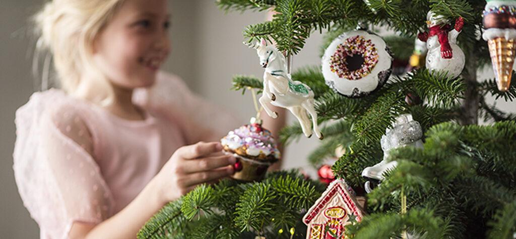 Tuo joulukuusi ajoissa sisälle – se lisää onnellisuutta