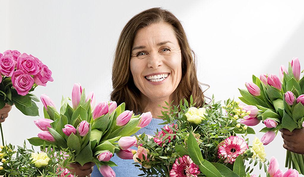 Juhli äitienpäivää kukilla ja kukkakimpuilla