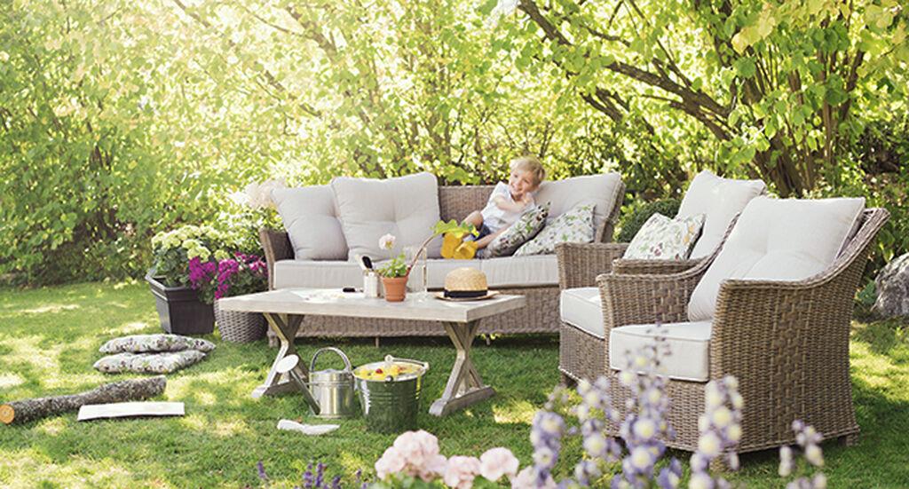 Heinäkuu – hoitotöitä ja rentoja päiviä puutarhassa
