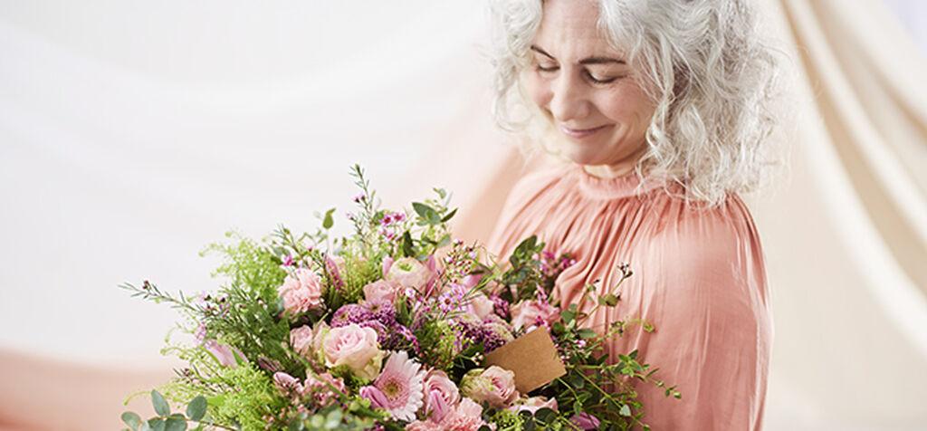 Juhlista äitiä kukilla äitienpäivänä